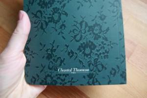 C'est un véritable carnet Chantal Thomas, papier ivoire, idéal pour dessiner ou prendre des notes avec classe :-D